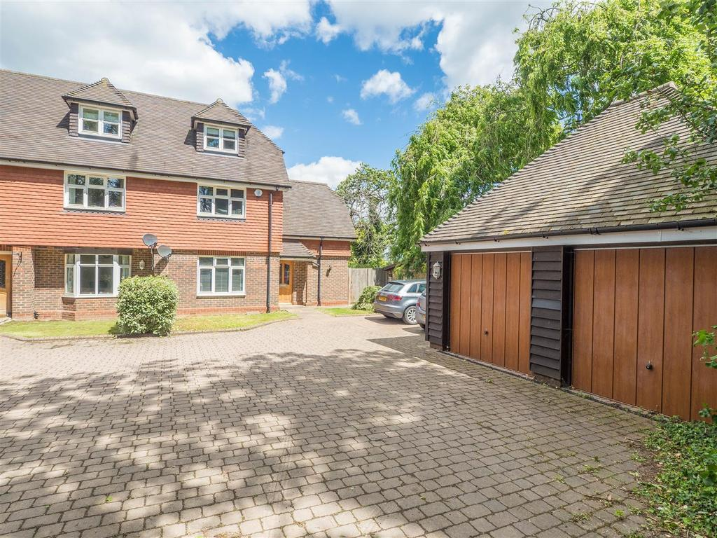 3 Bedrooms Semi Detached House for sale in Willington Street, Maidstone
