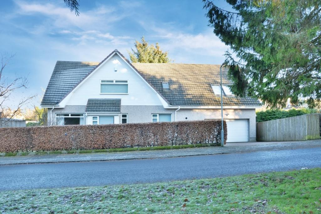 4 Bedrooms Detached Villa House for sale in 9 St. Andrews Drive, Bridge of Weir, PA11 3HS