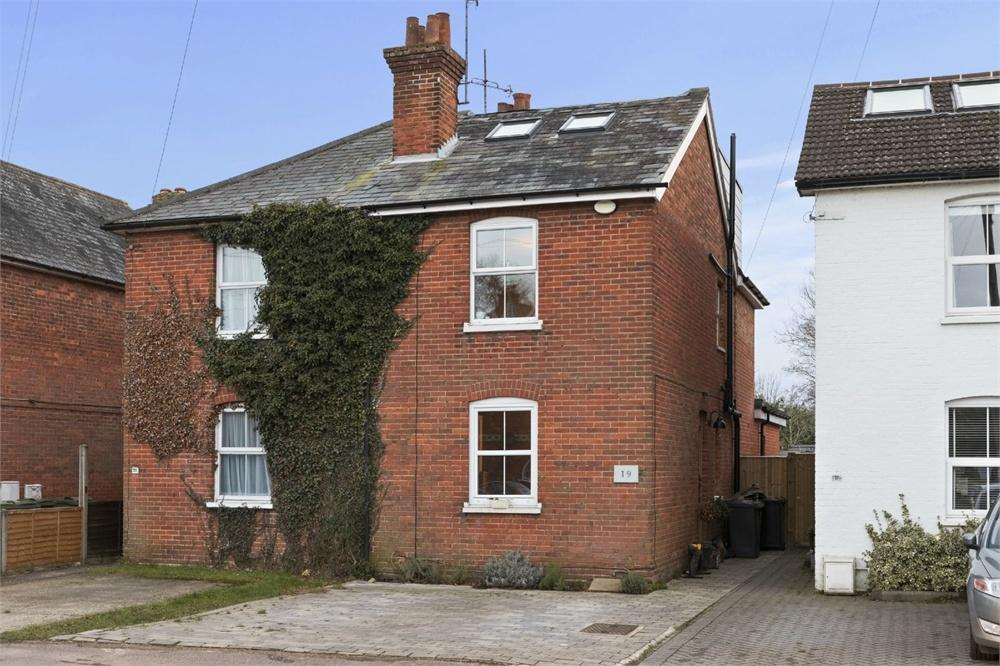 4 Bedrooms Semi Detached House for sale in New Road, Chilworth, Guildford, Surrey
