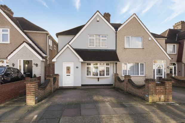 3 Bedrooms Semi Detached House for sale in Amberley Road, Upper Abbey Wood, SE2
