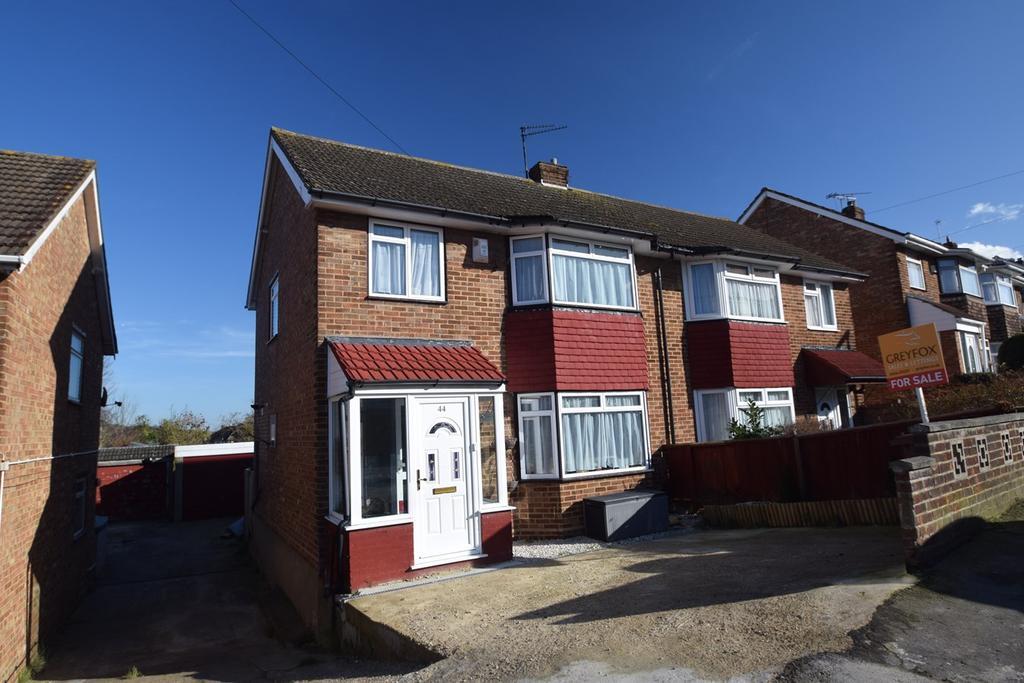 3 Bedrooms Semi Detached House for sale in Benenden Road, Wainscott, Rochester, ME2