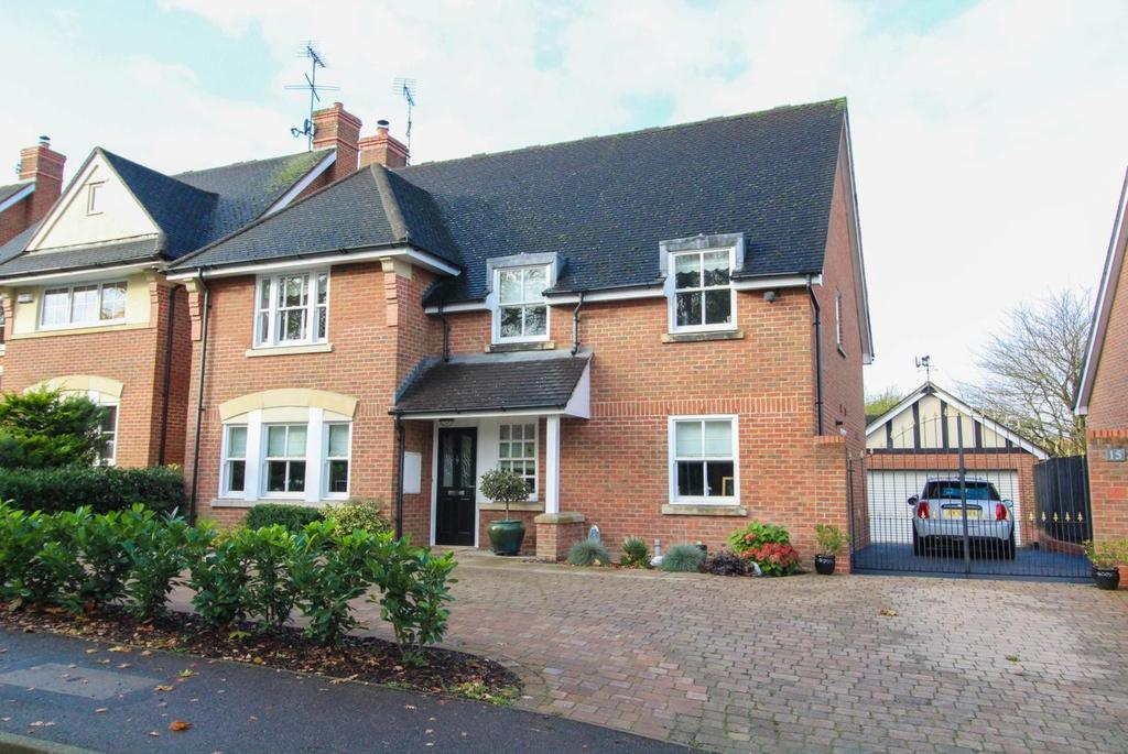 5 Bedrooms Detached House for sale in Hartswood Road, Warley, Brentwood, Essex, CM14