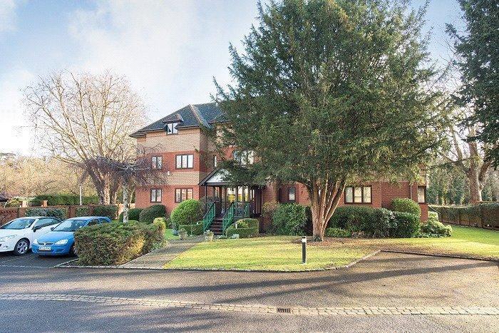 2 Bedrooms Penthouse Flat for sale in Lysander Mead, Derek Road, Maidenhead, Berkshire, SL6