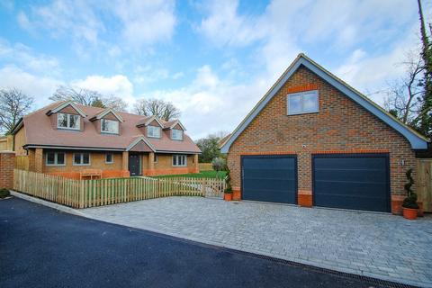 4 bedroom detached house for sale - Church Grove, Wexham, SL3