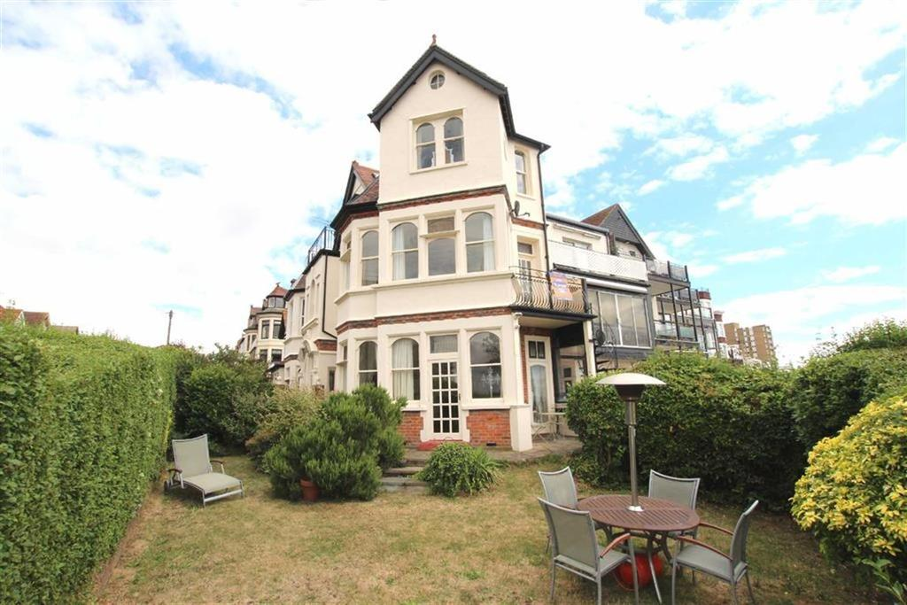 3 Bedrooms Apartment Flat for sale in The Leas, Westcliff-On-Sea, Essex