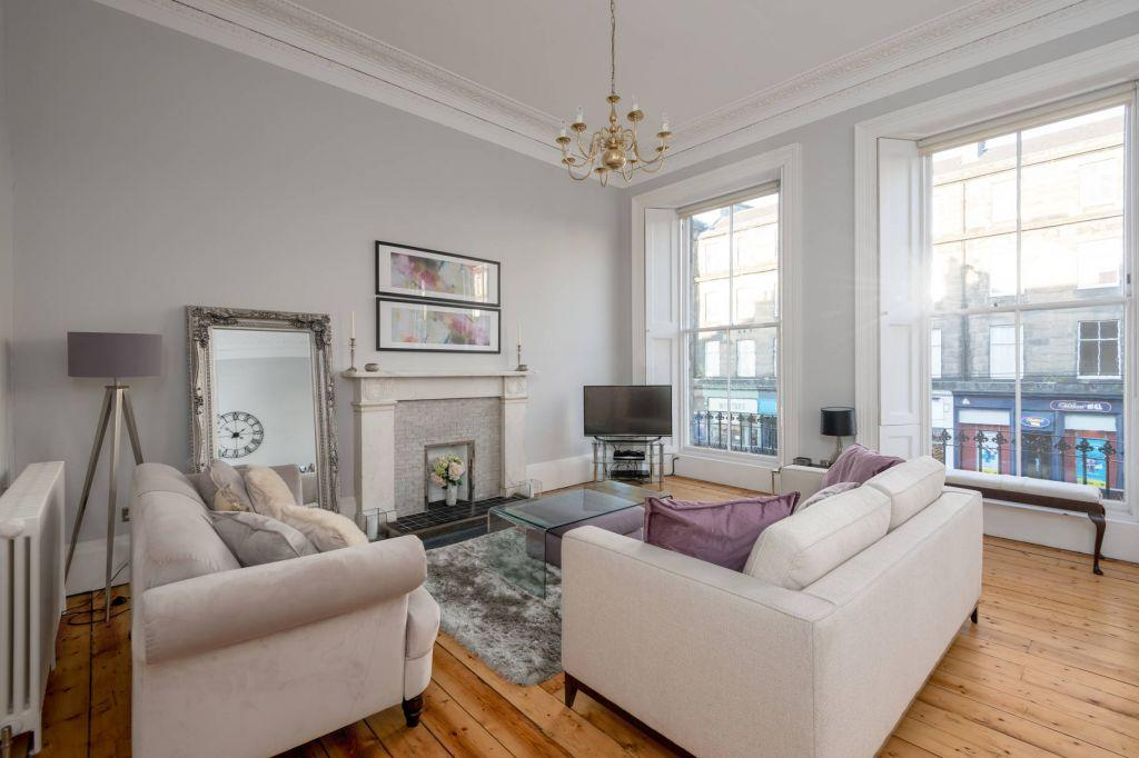 2 Bedrooms Flat for sale in 9/2 West Maitland Street, Edinburgh, EH12 5DS