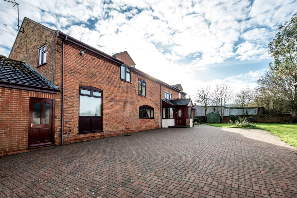 5 Bedrooms Semi Detached House for rent in Mill Farm, Church End, MK17