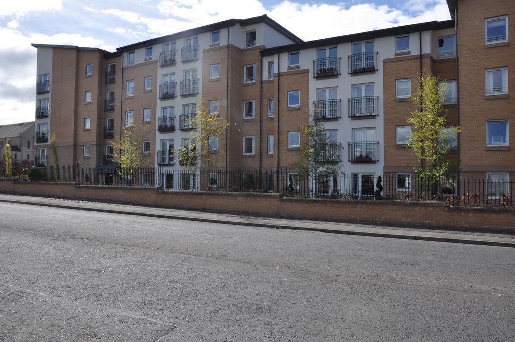 1 Bedroom Retirement Property for sale in Fenwick Road, Giffnock, Glasgow, G46