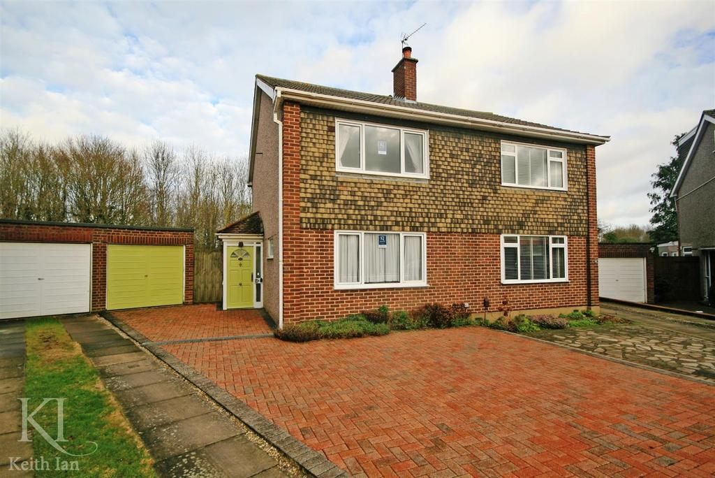 3 Bedrooms Semi Detached House for sale in Walk to school, Chiltern Close, Ware