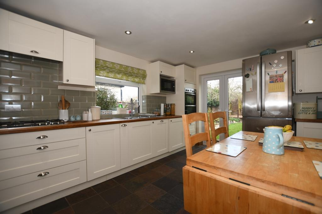3 Bedrooms Cottage House for sale in St Johns Road, Epping, CM16