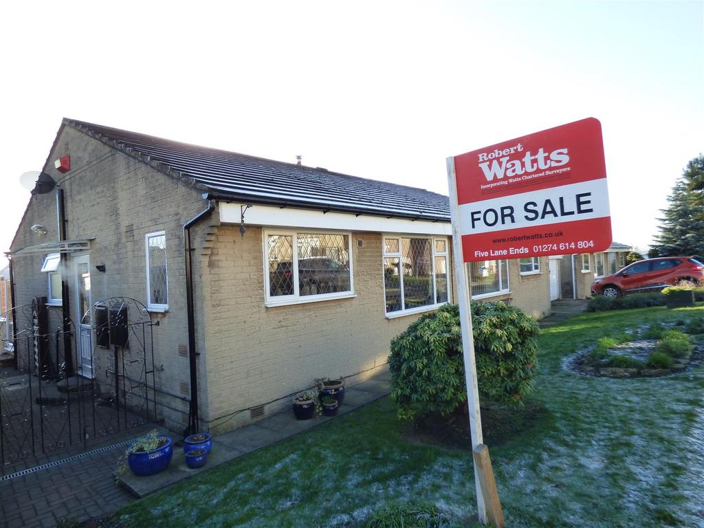 2 Bedrooms Semi Detached Bungalow for sale in Thorndale Rise, Bradford