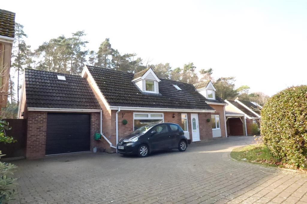4 Bedrooms Chalet House for sale in Pinewood Drive, Brandon