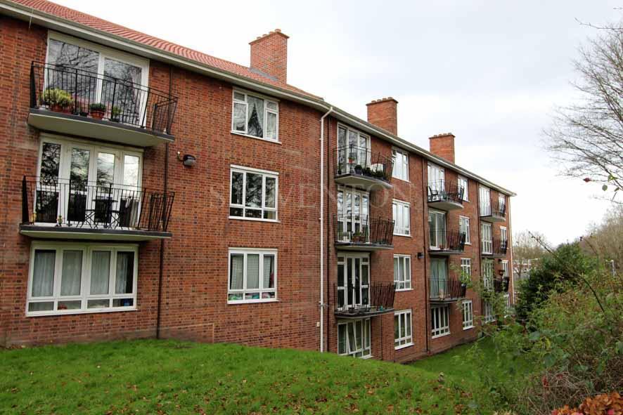 2 Bedrooms Apartment Flat for sale in 155 Merridale Court, Merridale, Wolverhampton, WV3