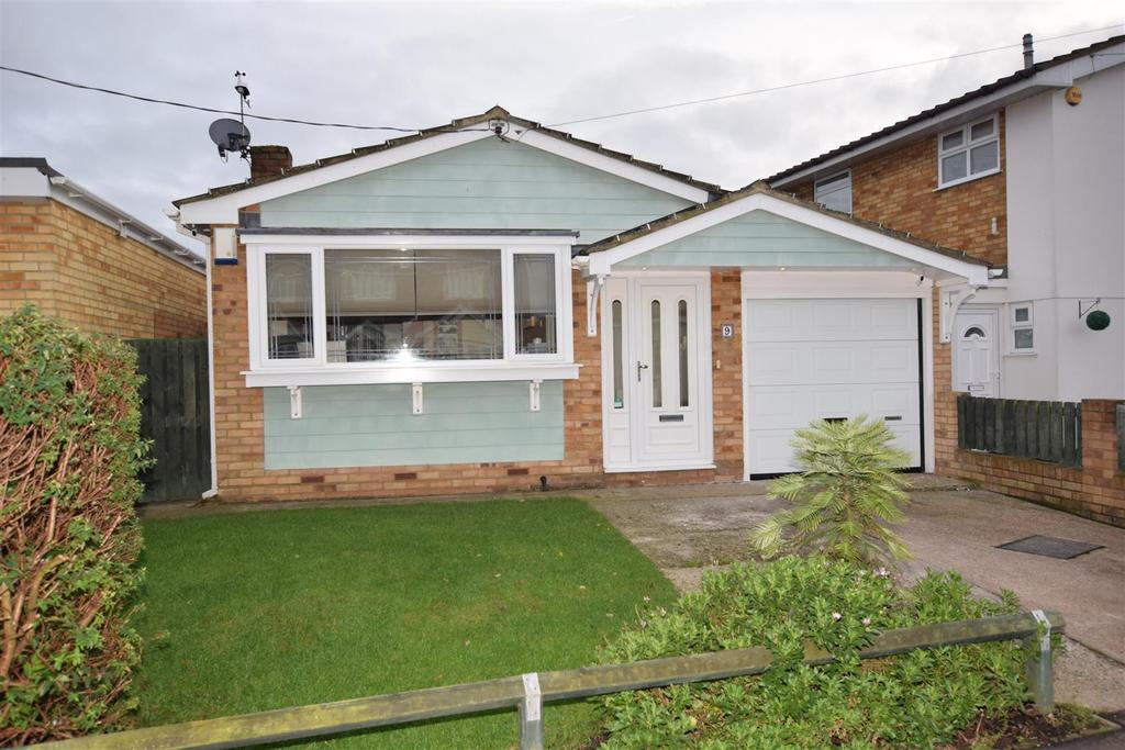 2 Bedrooms Detached Bungalow for sale in Letzen Road, Canvey Island