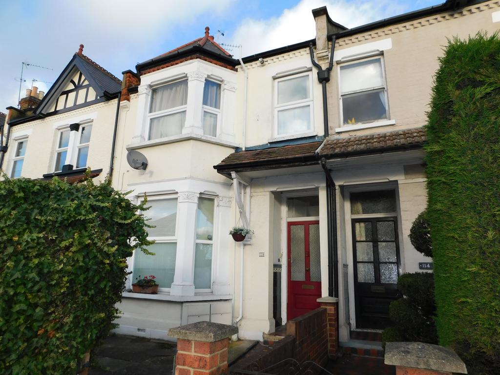 2 Bedrooms Maisonette Flat for sale in Hounslow Road, Twickenham TW2