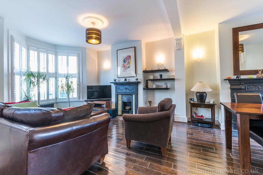3 Bedrooms Terraced House for sale in Landells Road