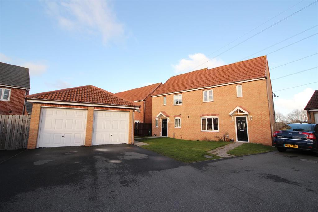 3 Bedrooms Semi Detached House for sale in Bayfield, West Allotment, Newcastle Upon Tyne