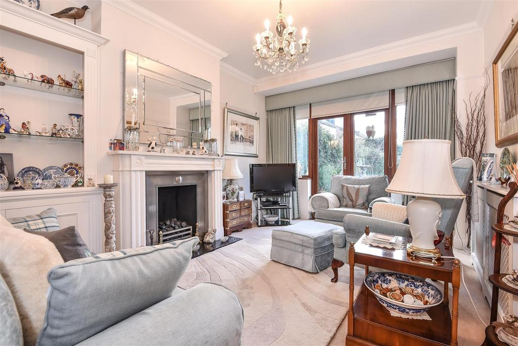 4 Bedrooms Detached House for sale in Elm Road, East Sheen