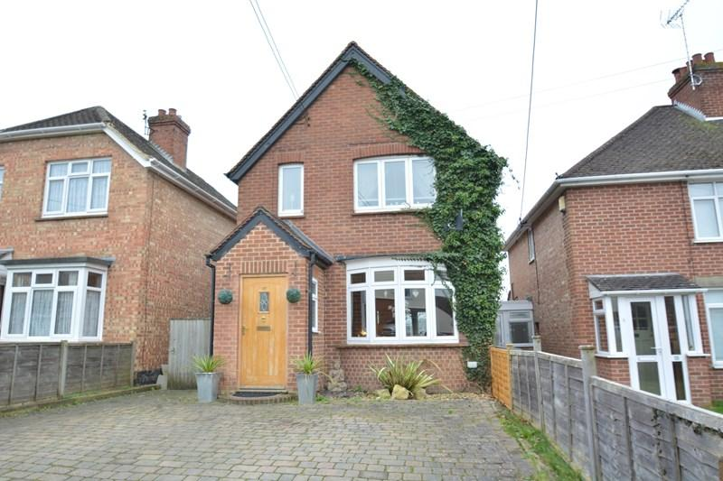 3 Bedrooms Detached House for sale in Batchelors Barn Road, Andover