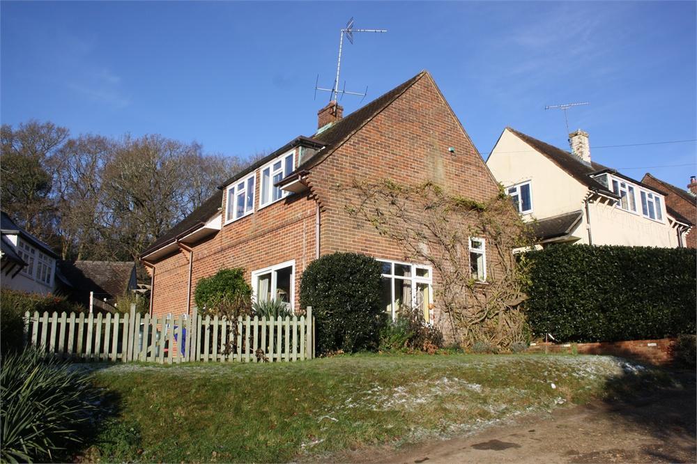 4 Bedrooms Detached House for sale in Charlotte Close, Farnham, Surrey