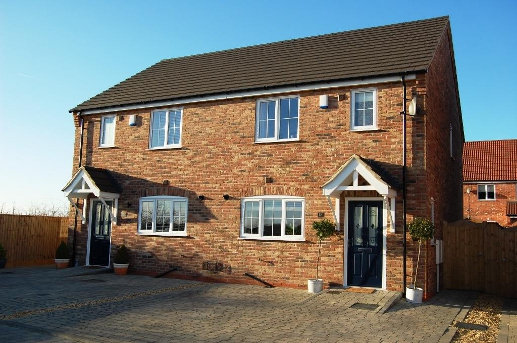 3 Bedrooms Semi Detached House for sale in 86 Forest Way, Humberston