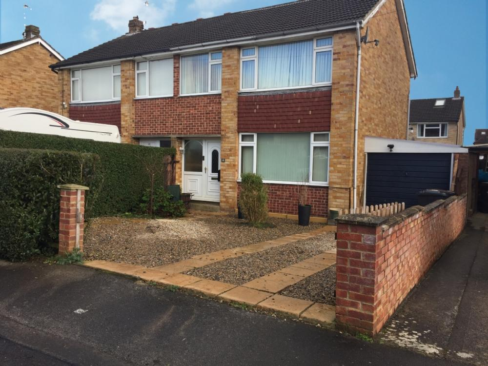 3 Bedrooms Semi Detached House for sale in 18 Newlands Drive Ripon HG4 2JY