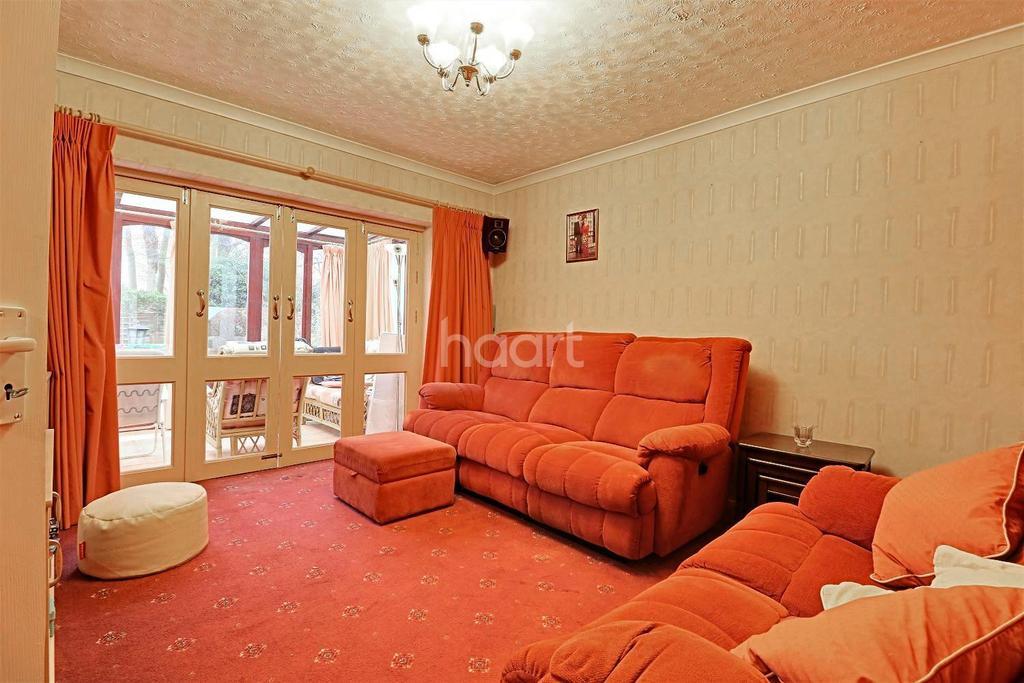 3 Bedrooms Bungalow for sale in Sevenoaks Way, Orpington