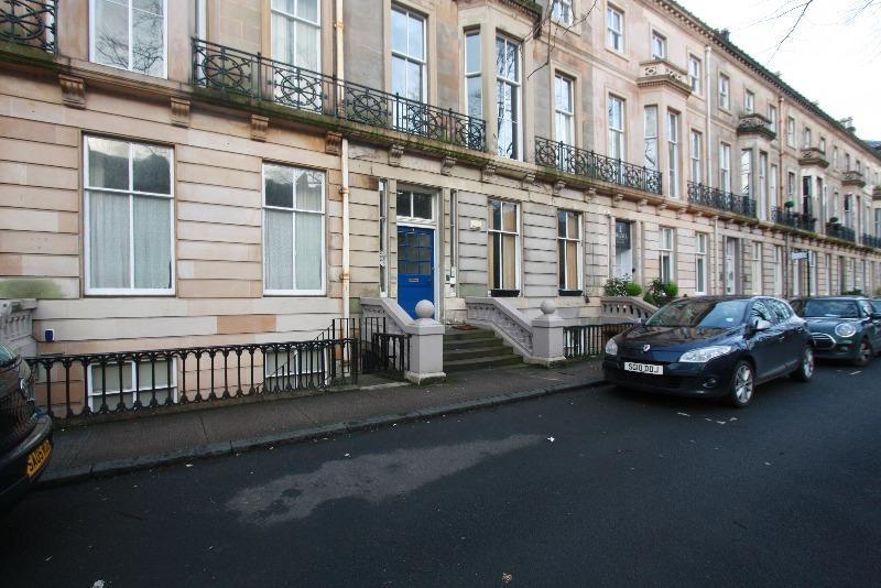 2 Bedrooms Flat for rent in Buckingham Terrace, Botanics, Glasgow, G12 8EB