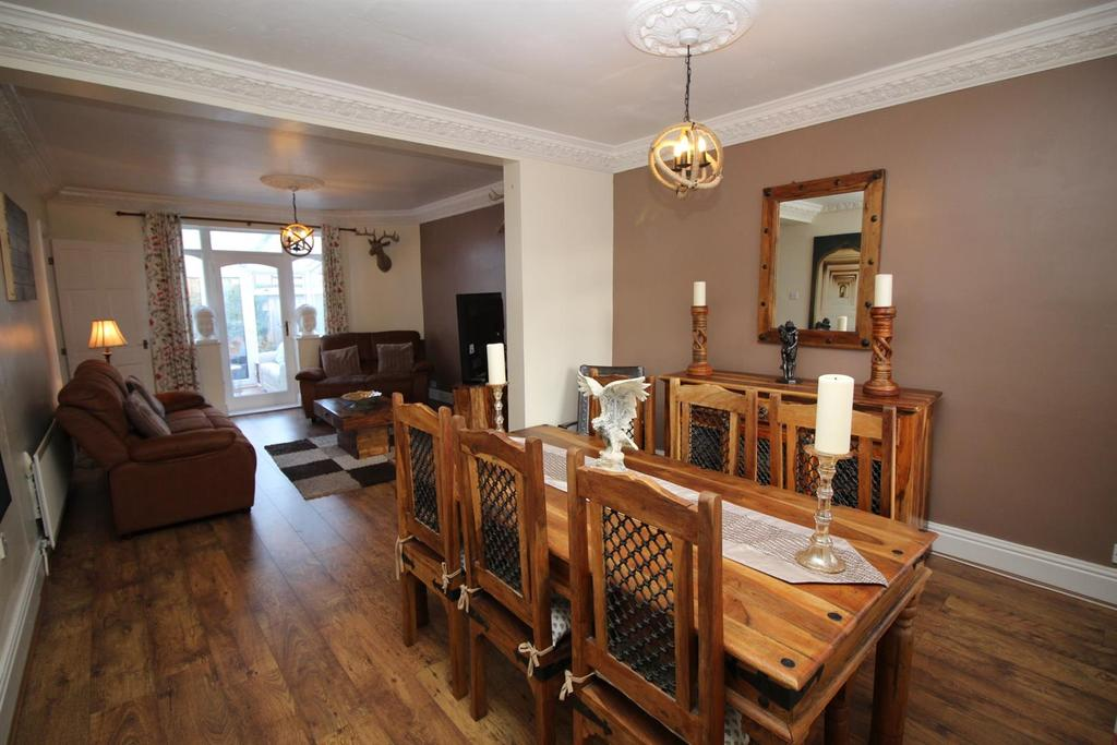 2 Bedrooms Semi Detached Bungalow for sale in Orchard Gardens, Low Fell
