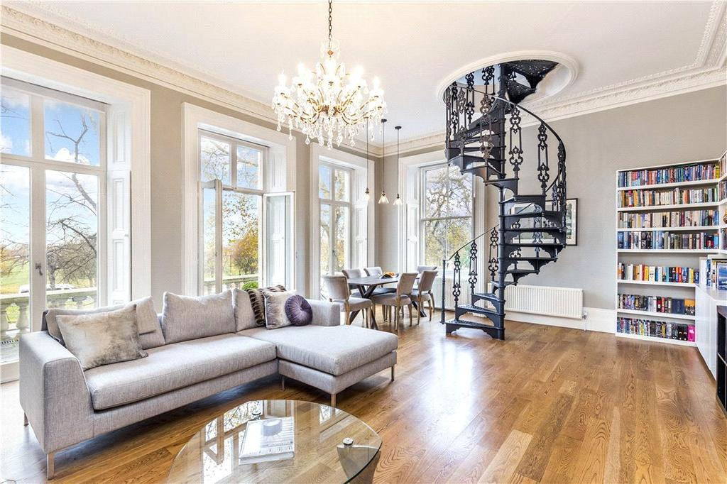 2 Bedrooms Maisonette Flat for sale in Clapham Common South Side, Clapham, London, SW4