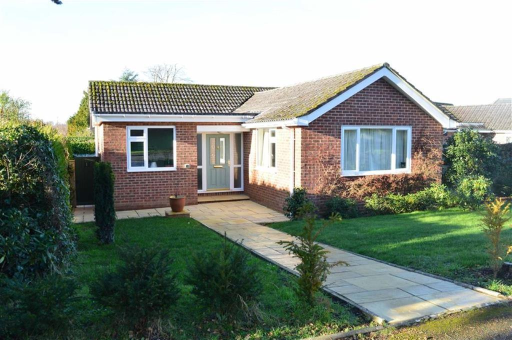 3 Bedrooms Detached Bungalow for sale in Allenview Road, Wimborne, Dorset