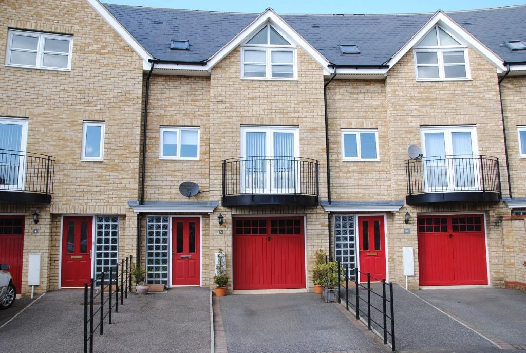 3 Bedrooms Town House for sale in Northern Rose Close, Bury St. Edmunds