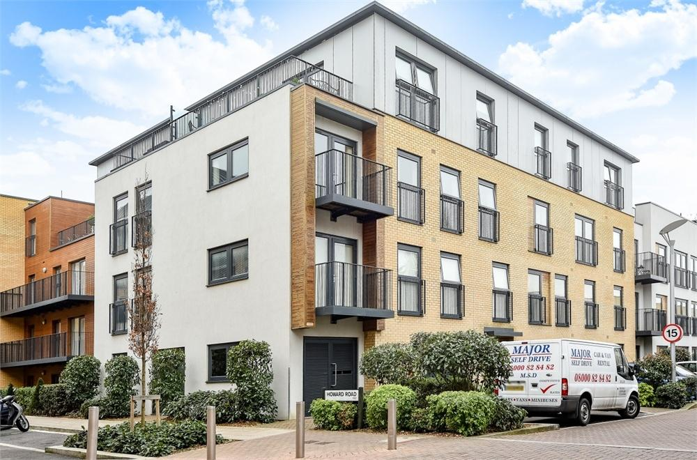 1 Bedroom Flat for sale in Bletchley Court, Hitchin Lane, Stanmore, Greater London