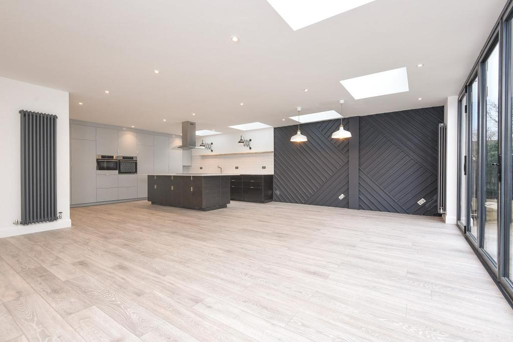 5 Bedrooms Detached House for sale in Bridle Road, Croydon