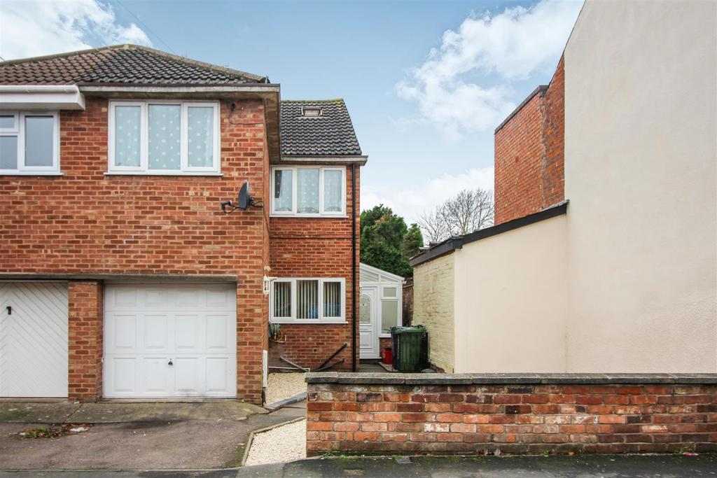3 Bedrooms Semi Detached House for sale in Pickard Street, Warwick