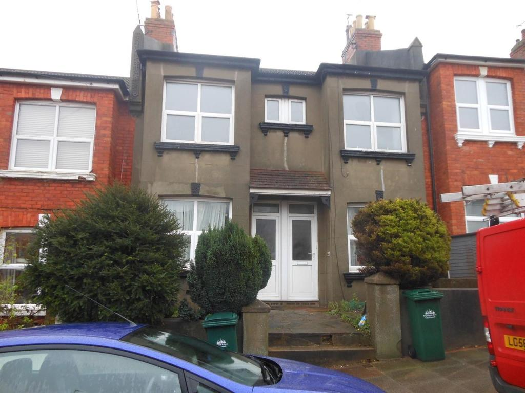 3 Bedrooms Flat for rent in Sandown Road, Brighton