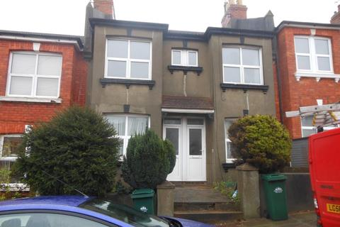 3 bedroom flat to rent - Sandown Road, Brighton