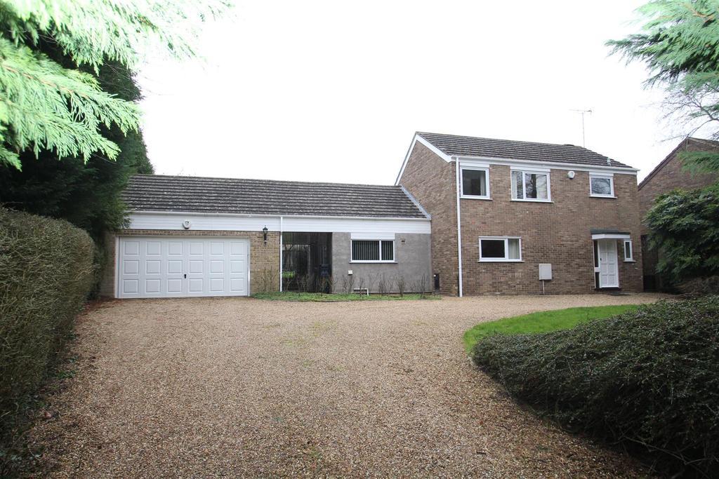 3 Bedrooms Detached House for sale in Stratford Road, Cosgrove, Milton Keynes
