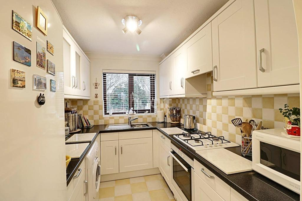 2 Bedrooms Semi Detached House for sale in West Bergholt