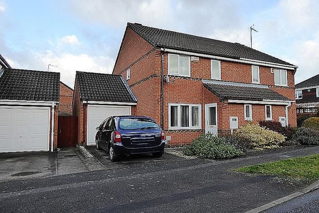 3 Bedrooms Semi Detached House for sale in Granary Road, East Hunsbury, Northampton, NN4