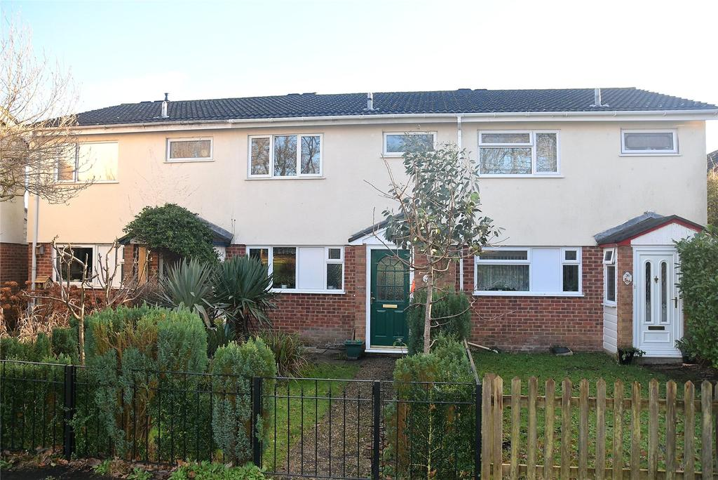 3 Bedrooms House for sale in Lambdens Walk, Tadley, Hampshire, RG26