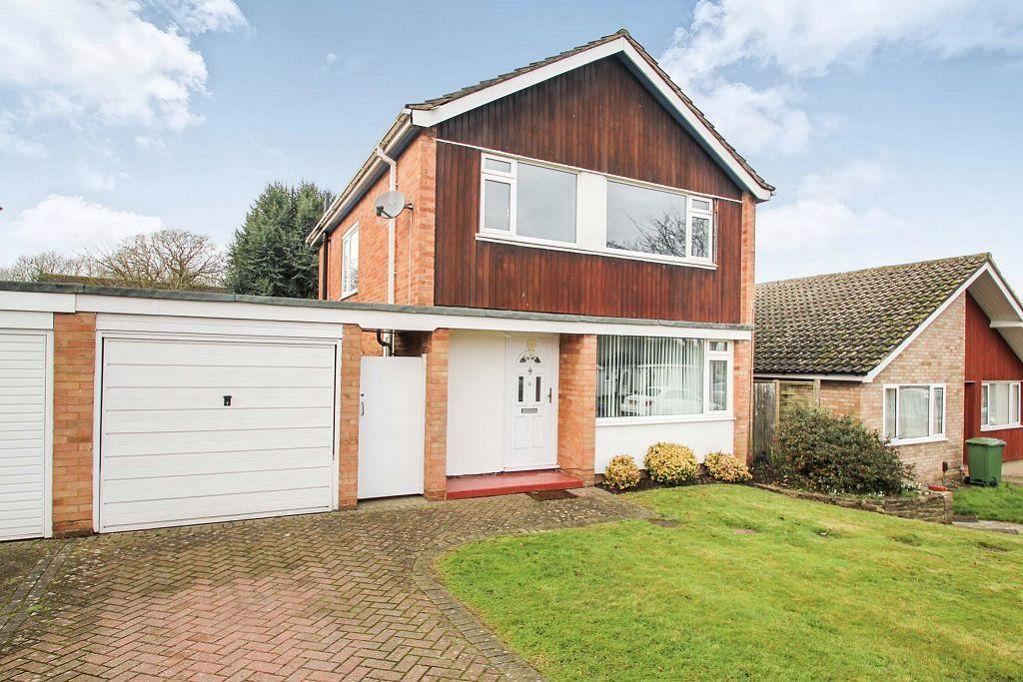 3 Bedrooms Detached House for rent in Phoenix Drive, Keston, Kent, BR2 8HS