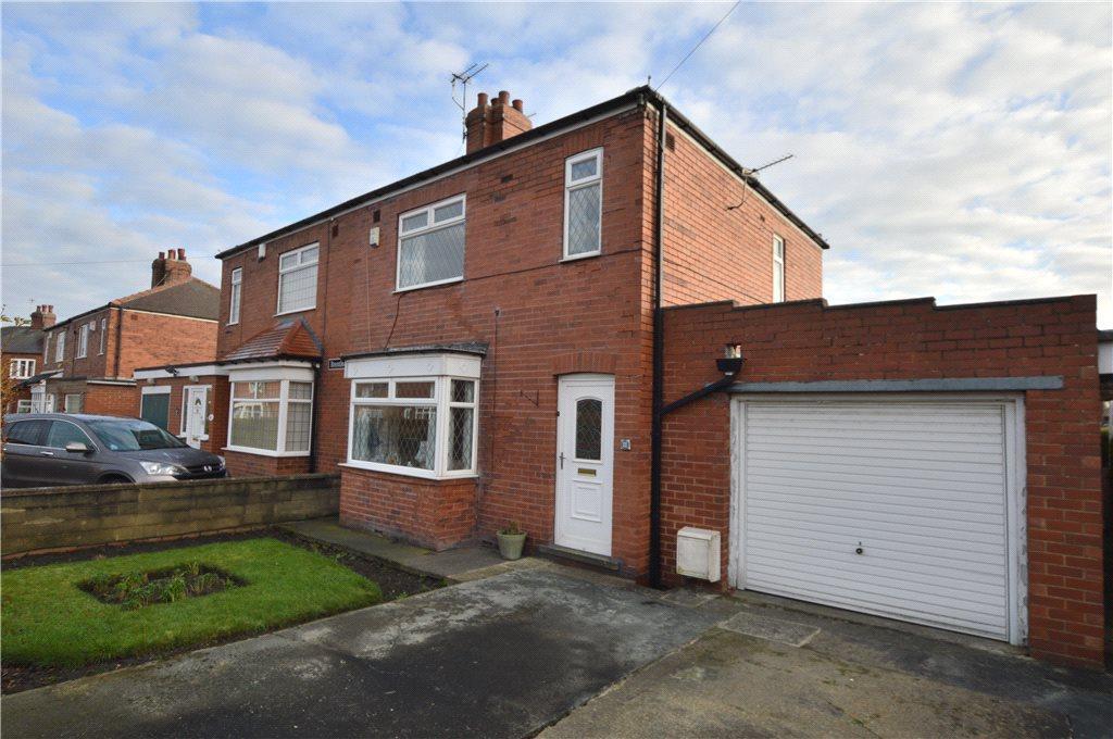3 Bedrooms Semi Detached House for sale in Brentlea Avenue, Wakefield, West Yorkshire