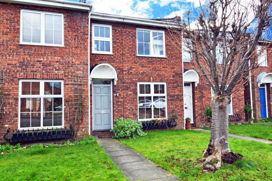 3 Bedrooms House for sale in Appleby Close, Twickenham, TW2
