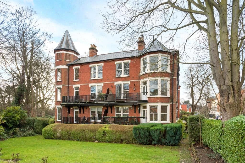 2 Bedrooms Flat for sale in Richmond Mansions, Denton Road, Twickenham, TW1
