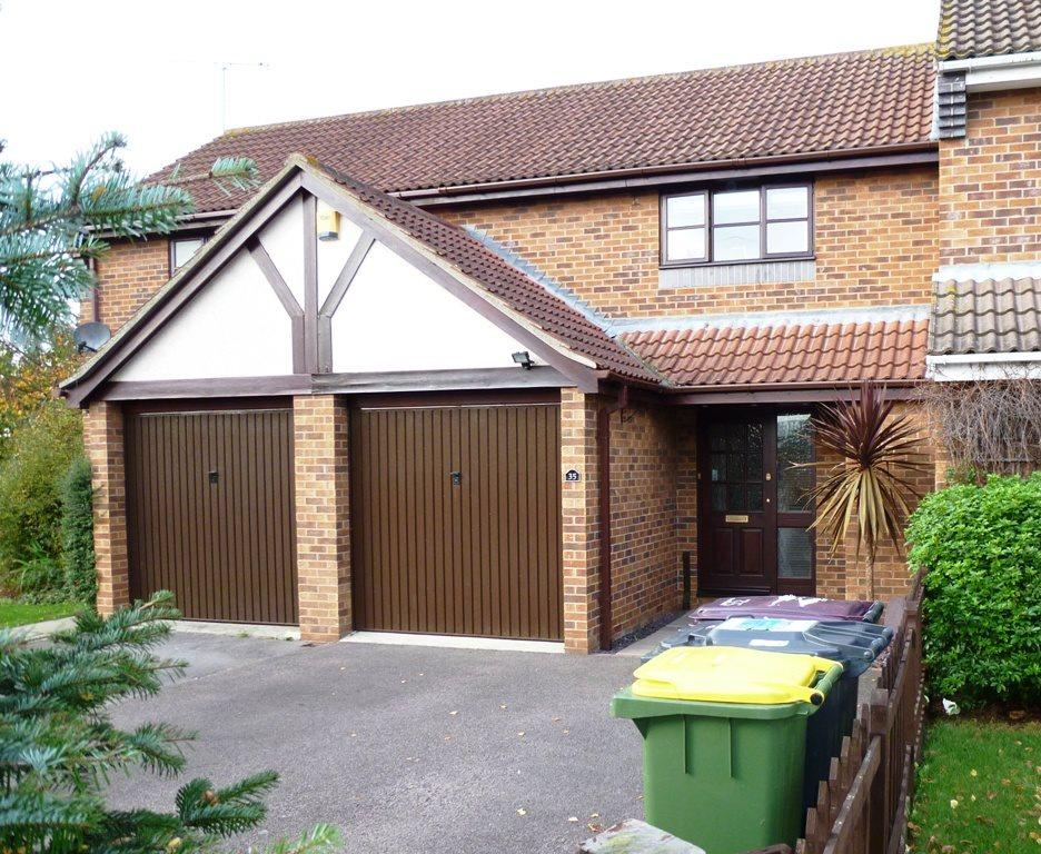 2 Bedrooms Terraced House for rent in Oakley Avenue, Rayleigh, Essex