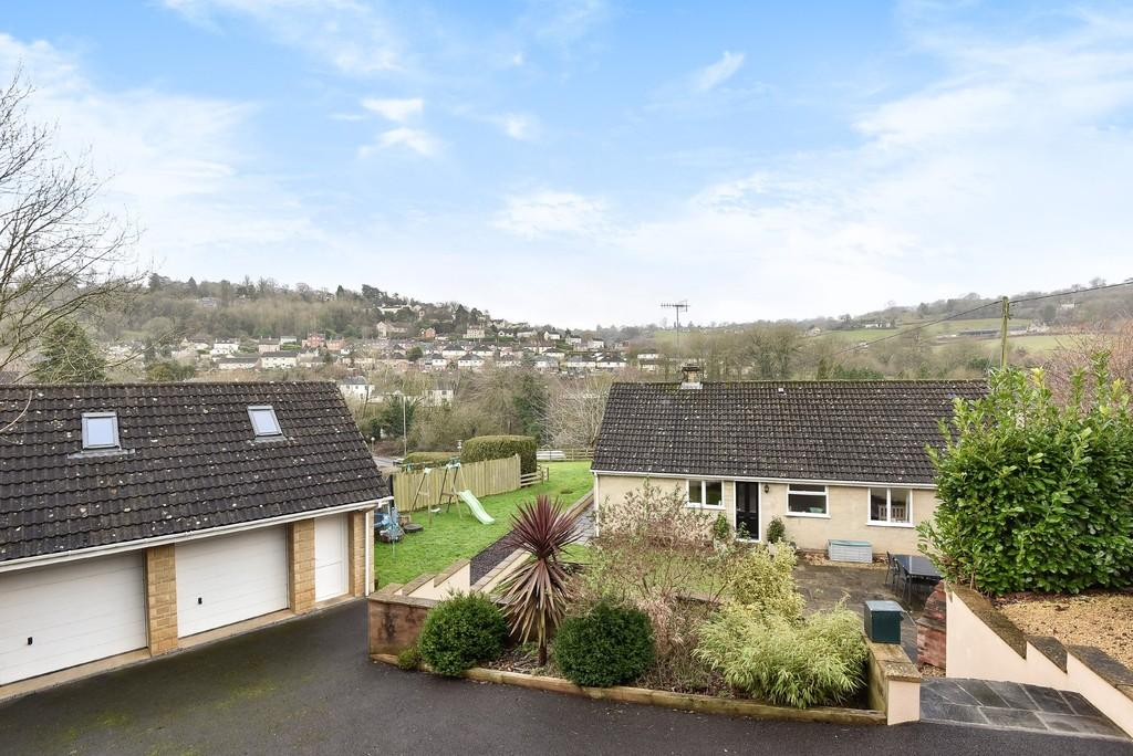 4 Bedrooms Detached Bungalow for sale in Brimscombe, Stroud