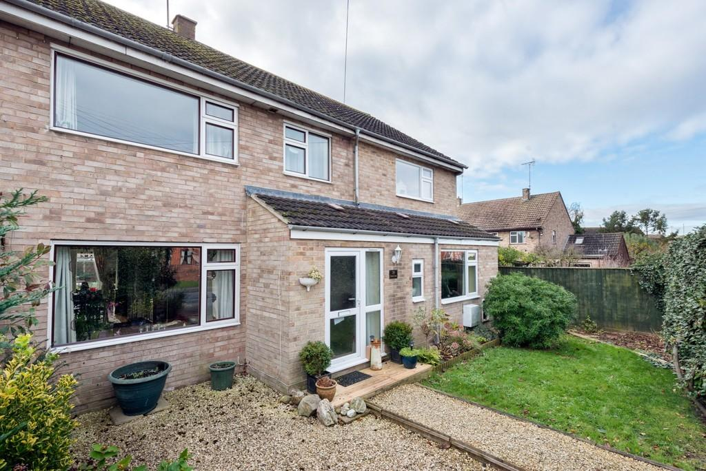 4 Bedrooms Semi Detached House for sale in Eastington, Stonehouse