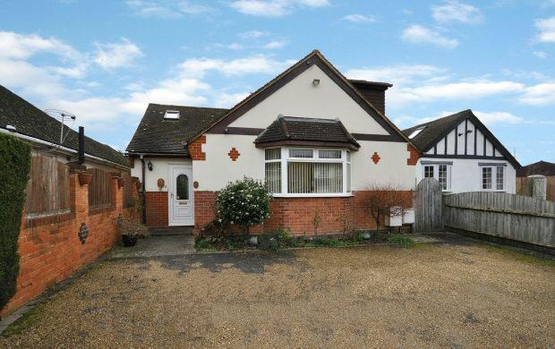 3 Bedrooms Detached House for sale in Fosters Lane, Woodley, Reading,