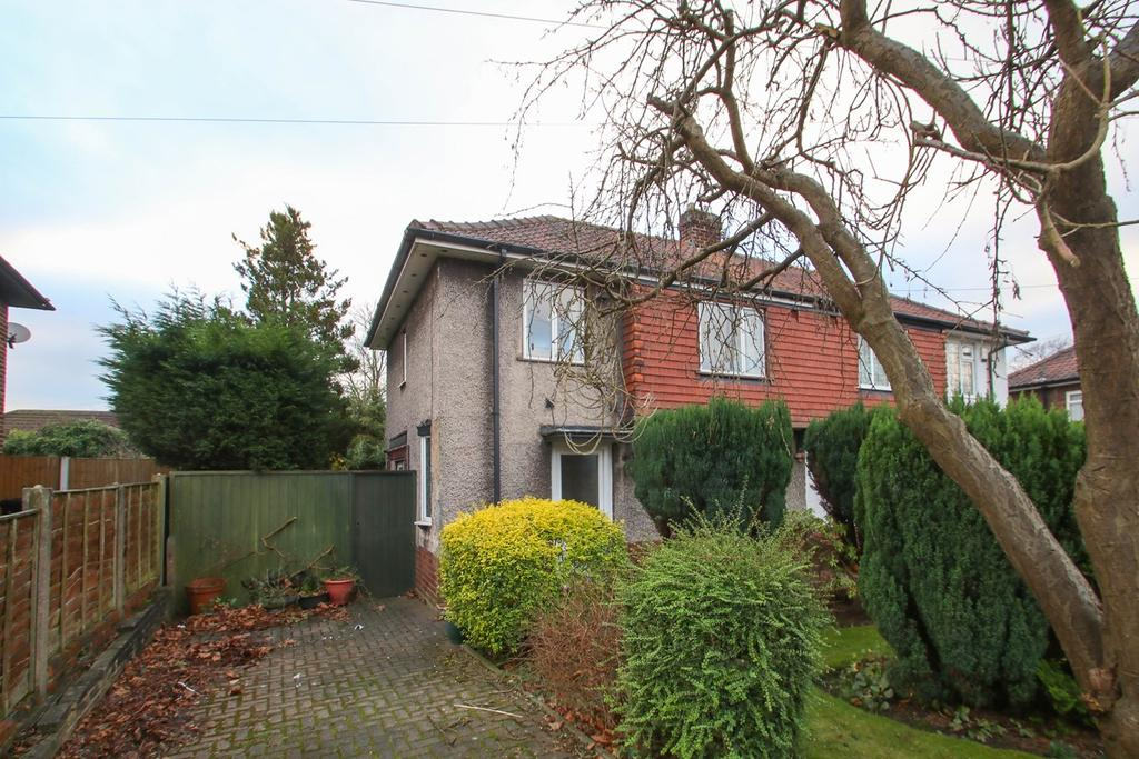 3 Bedrooms Semi Detached House for sale in Church Road, Urmston, Manchester, M41